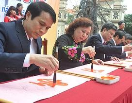 Tại sao lãnh đạo khai bút theo nét chữ đã chuẩn bị?