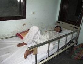 Lật xe chở khách của Lào, 2 người chết, 13 người trọng thương