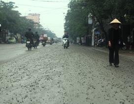 Xe trộn bê tông rải vật liệu gần 5km, gây nhiều vụ tai nạn