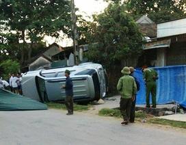 Hai cụ bà ngồi hóng mát bị ô tô đâm chết