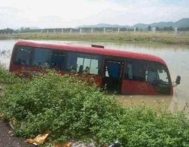 """Xe máy """"đấu đầu"""" xe khách, 2 phụ nữ tử vong tại chỗ"""