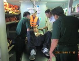 Cứu thành công thuyền viên Philippines gặp nạn trên biển