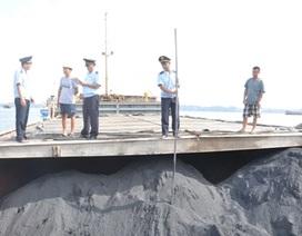 Bắt hơn 2.000 tấn than cám lậu trên vùng biển Quảng Ninh