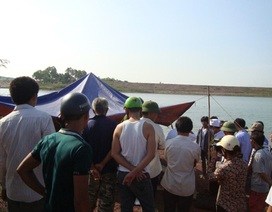 Đắm thuyền chở đầy vải thiều, 3 người chết đuối
