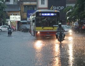 Hà Nội còn mưa, áp thấp trên biển tan dần