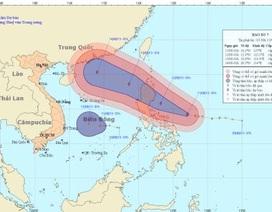 """""""Siêu bão"""" tăng cấp tiến sâu vào biển Đông, diễn biến khó lường"""
