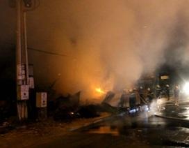 Cháy lớn cạnh trạm thu phí xa lộ Hà Nội
