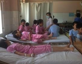 Hơn 50 học sinh tiểu học nhập viện sau bữa ăn trưa