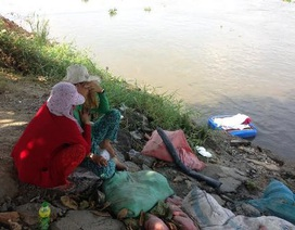 Đau xé lòng nhìn thi thể bé 3 tuổi trôi trên sông Sài Gòn