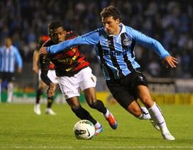 Cựu cầu thủ Man City tung cước hạ gục…trọng tài