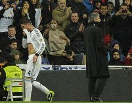 """Sergio Ramos """"nổi khùng"""" sau khi bị trọng tài đuổi khỏi sân"""