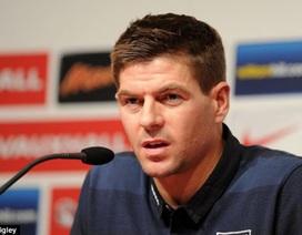 Gerrard chỉ trích Rio Ferdinand quay lưng với đội tuyển