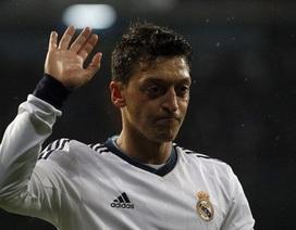 Mesut Ozil sẽ phải ra đi nhường chỗ cho Bale?