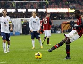 Balotelli đá hỏng phạt đền, AC Milan hụt chiến thắng
