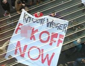 CĐV Arsenal chửi rủa, muốn sa thải Wenger