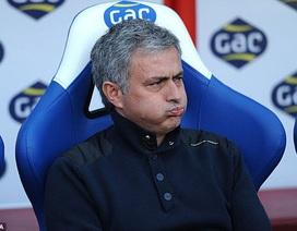 """Mourinho: """"Chelsea đã hết cơ hội vô địch"""""""