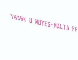 CĐV MU thuê máy bay gửi lời tri ân David Moyes