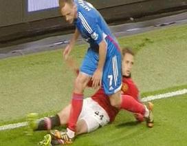 Januzaj suýt gãy tan chân trong trận đấu với Hull City