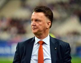 Van Gaal muốn vô hiệu hóa quyền lực của Sir Alex