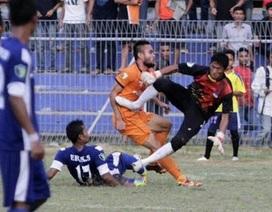 Lĩnh trọn cú vào bóng chí tử, cầu thủ Indonesia qua đời