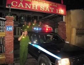 Cảnh sát phản ứng nhanh vượt lũ đưa dân đi… đẻ