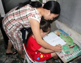Dạy chữ cho trẻ trước khi vào lớp 1: Bộ cấm, phụ huynh cuống cuồng