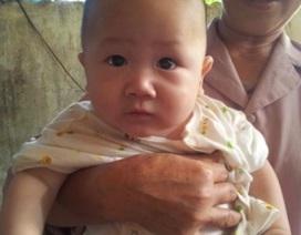 Bỏ con 6 tháng tuổi bên vệ đường vì… hoàn cảnh khó khăn