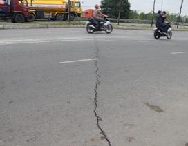 Xuất hiện vết nứt trên đại lộ Đông Tây
