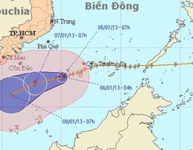 Bão mạnh vẫn loanh quanh trên biển Đông