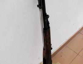 """Một khẩu súng CKC tự nhiên """"rơi"""" vào nhà Bí thư chi bộ"""