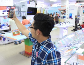 Giới trẻ đua nhau selfie để mua smartphone giá sốc