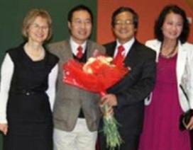 Ba Lan phong hàm GS cho Tiến sĩ Trần Vĩnh Hùng