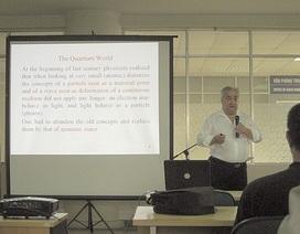 """Giáo sư nổi tiếng châu Âu giảng về """"hạt của Chúa"""" tại Hà Nội"""