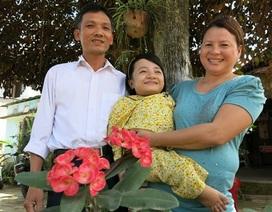 Nữ sinh được cha cõng đến trường ước gì trong năm mới?