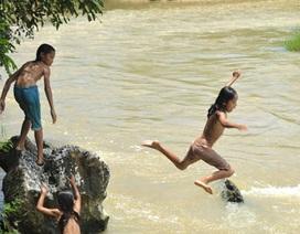"""Dạy bơi cho học sinh: 10 năm vẫn """"giẫm chân tại chỗ"""""""