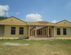 Trường mới xây hàng tỷ đồng đã xuống cấp