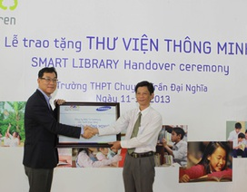 Trao tặng Thư viện Thông minh đến Trường THPT Chuyên Trần Đại Nghĩa