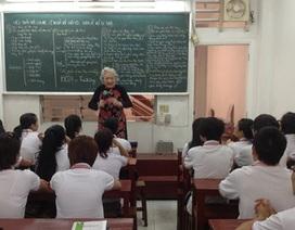 Bà giáo 83 tuổi vẫn đứng lớp