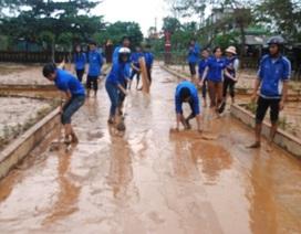 Quảng Bình: Lũ đi qua, nhiều trường học ngổn ngang bùn, đất