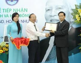 Trao tặng hơn 2.200 quyển sách của cố GS Hoàng Như Mai đến SV