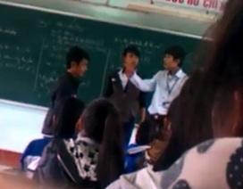 """""""Thầy trò đánh nhau trên bục giảng"""": Thống nhất hình thức kỷ luật thầy giáo"""