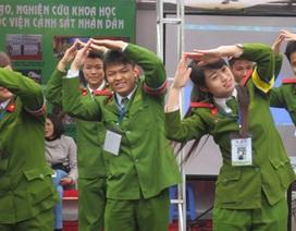 """Trường tung chiêu """"dụ"""" thí sinh trong Ngày hội tuyển sinh 2014"""
