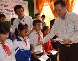 Quảng Ngãi: Trao 35 suất học bổng đến trẻ em nghèo hiếu học