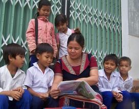 Cô giáo Ba Na miệt mài nghiệp chữ