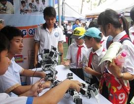 Học sinh tìm hiểu về đào tạo nghề
