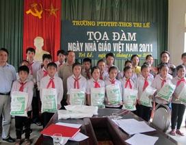 Bạn đọc Dân trí tặng 200 chiếc màn đến học sinh nghèo biên giới