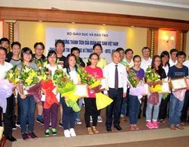 Tặng bằng khen các thí sinh đoạt giải Intel ISEF 2014