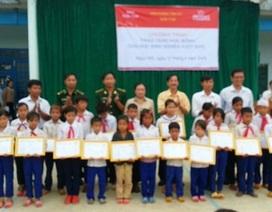 Kon Tum: Trao 20 suất học bổng cho HS dân tộc thiểu số nghèo hiếu học