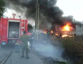 Cháy lớn thiêu rụi 4 nhà dân
