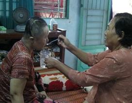 Hai mẹ nghèo nuôi 2 con gái bị mất trí